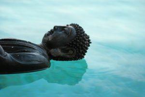 buddha sull'acqua